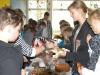 Kuchenverkauf für Erdbebenopfer in Japan an der Via-Claudia-Realschule in Königsbrunn